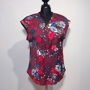 2 For 20 🌈 Floral Top With Zipper Opening Size M